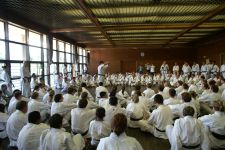Kasuya Sensei giving detailed explanations at the training seminar in Japan 2007